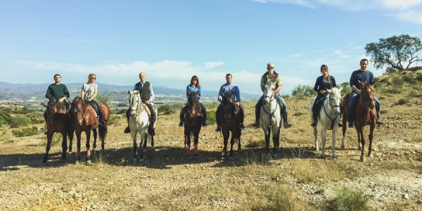 ROUTES ON HORSEBACK WITH A GROUP OF FRIENDS FROM ARTEQUUS